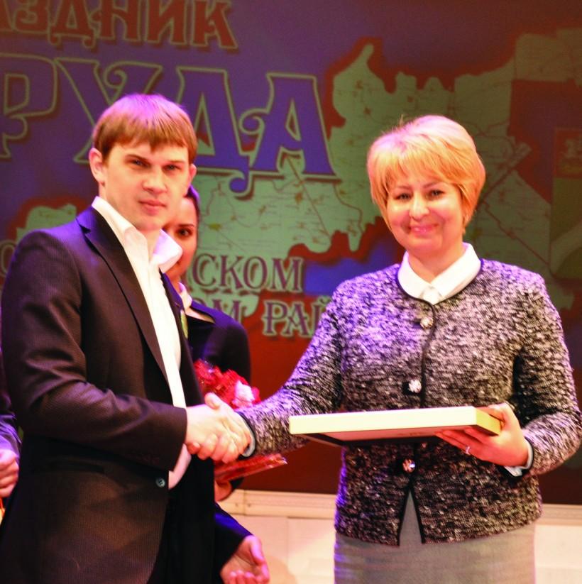 Элинаровцы получили заслуженные награды на празднике труда