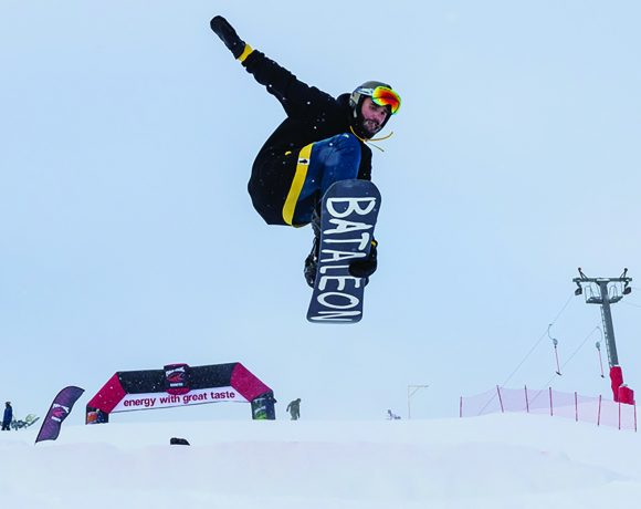 Competitions of snowboarders